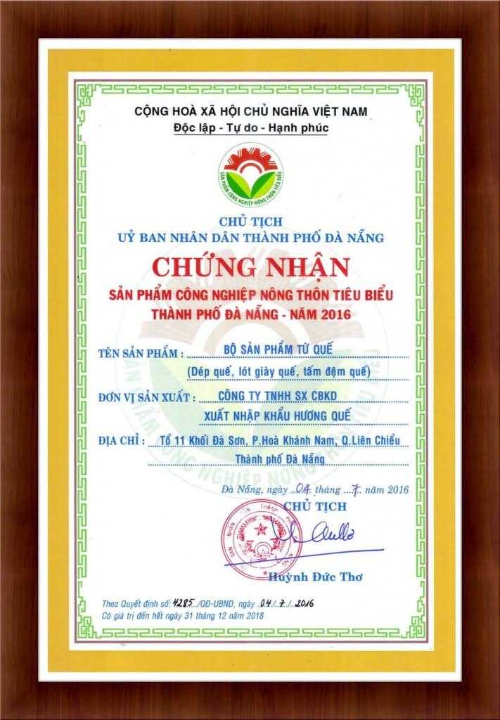 chung-nhan-san-pham-cong-nghiep-nong-thon-tieu-bieu-thanh-pho-da-nang-2016