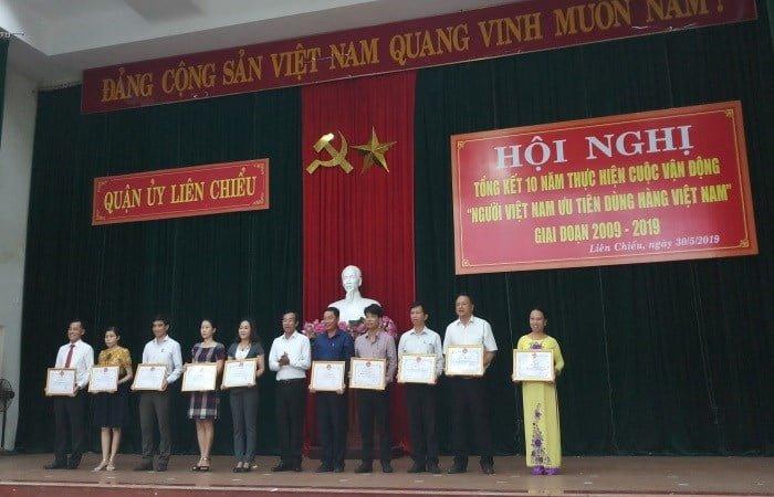 huong-que-nhan-bang-khen-cua-quan-lien-chieu-trong-cuoc-van-dong-10-nam-nguoi-vn-dung-hang-vn