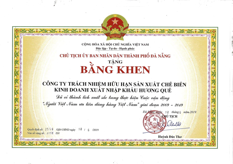 huong-que-nhan-bang-khen-cua-chu-tich-ubnd-tp-da-nang-ve-thanh-tich-xuat-sac-trong-thuc-hien-cuoc-van-dong-nguoi-viet-nam-uu-tien-dung-hang-viet-nam-giai-doan-2009-2019-h1